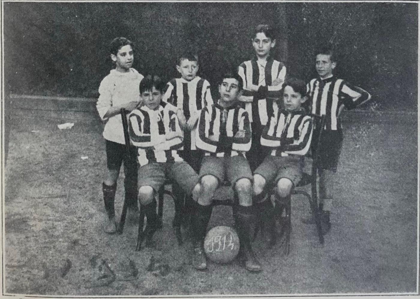 Campeones de los pequeños (curso 1913-1914): de pie: J. Barroso, F.Marín, Ignacio Corujo, Salvador Bertrán de Lis; sentados: José María Muñagorri, Alfonso Bernáldez, Manuel Muñagorri.